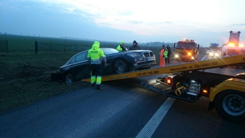 wypadek auta bmw prezydenta na autostradzie a4