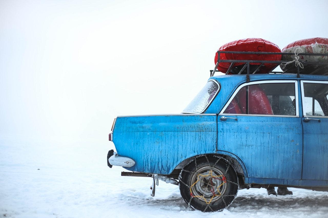 auto zakopane w śniegu - jak wyjechać?
